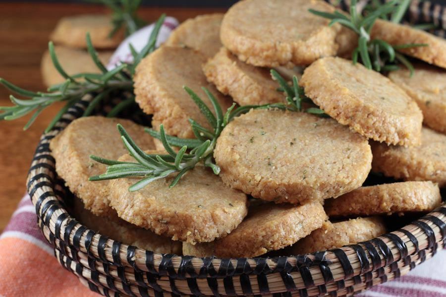 Biscotti al Formaggio e Rosmarino