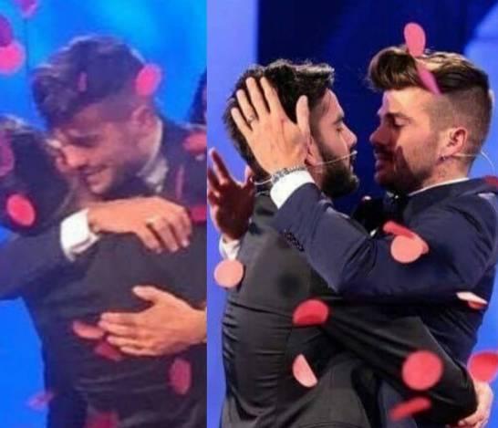 Claudio Sona ha scelto Mario: bacio sfiorato tra i due FOTO