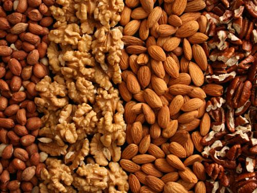 Ictus e coronarie: 20 g di noci al giorno proteggono il cuore