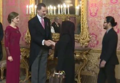 Letizia Ortiz elegantissima per l'incontro gli ambasciatori stranieri VIDEO