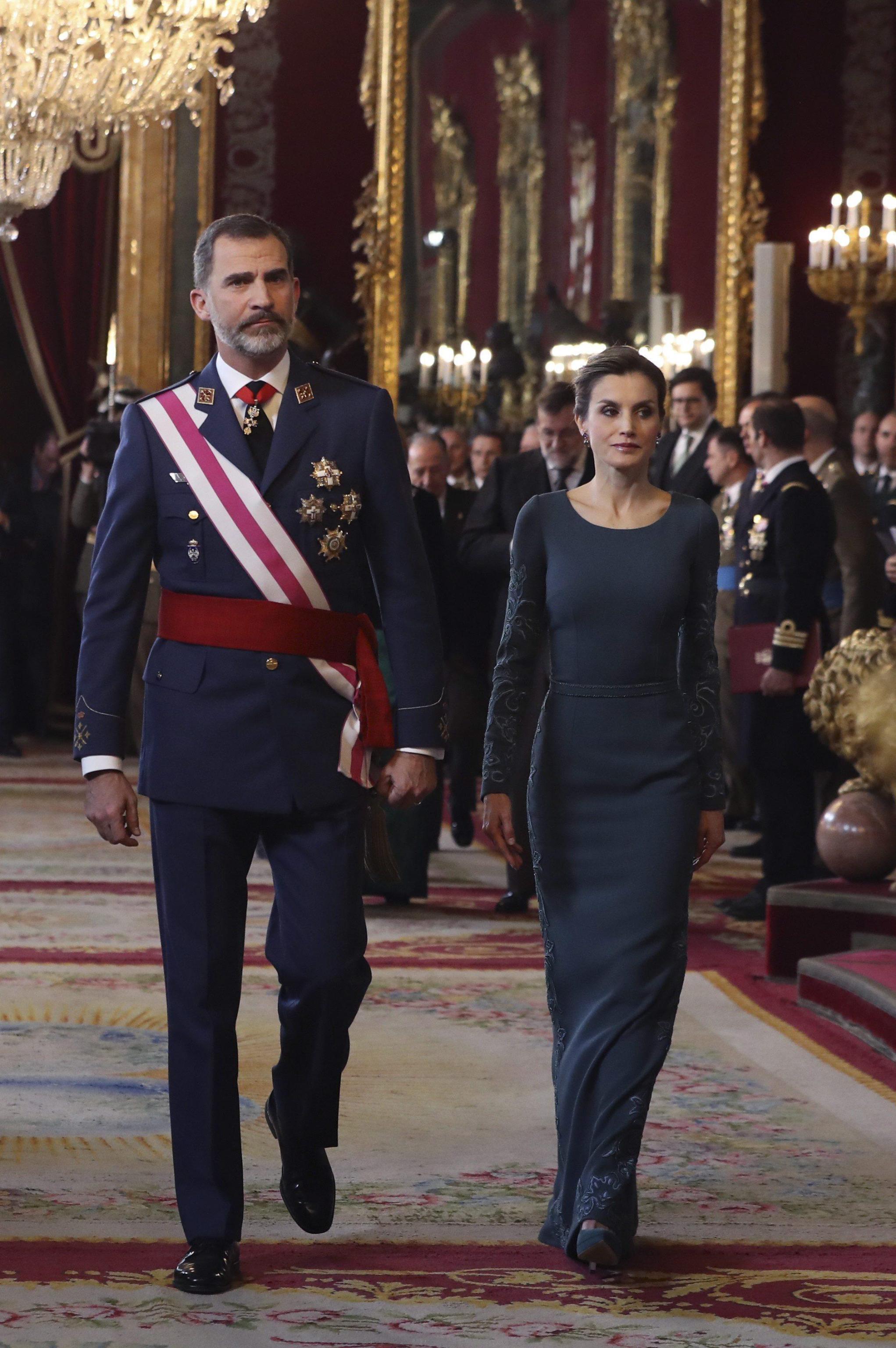 Letizia Ortiz look, abito lungo color petrolio FOTO
