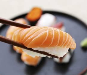 Sushi per la pelle: il pesce crudo che mantiene giovani