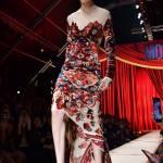 Gigi Hadid quasi inciampa in passerella: colpa dell'abito3
