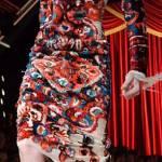 Gigi Hadid quasi inciampa in passerella: colpa dell'abito