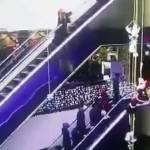 Inciampa sul vestito su scala mobile, figlio vola da 12 metri4