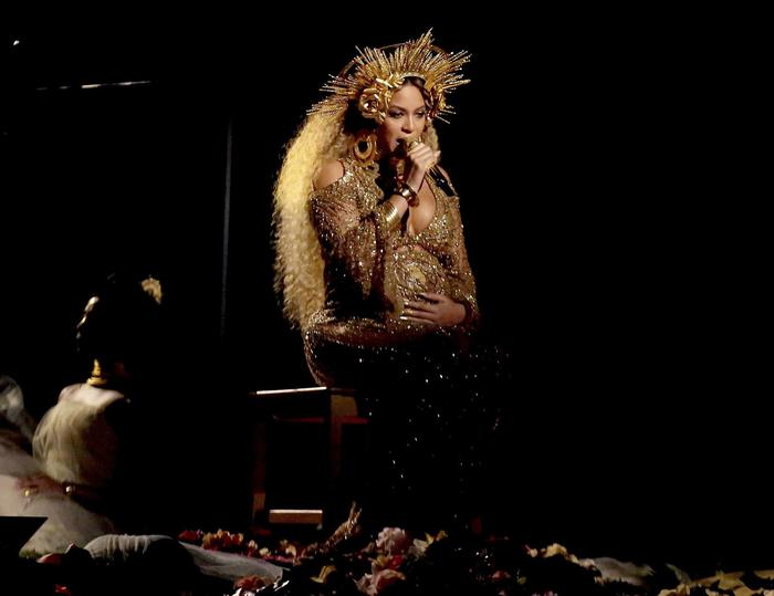 Jennifer Lopez, Rihanna, Adele, Heidi Klum: look Grammy FOTO