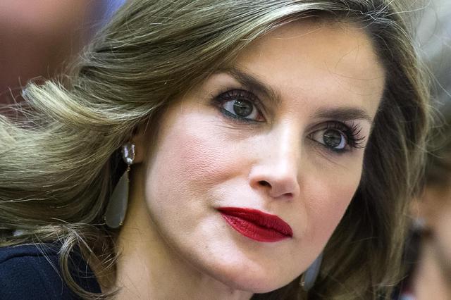 Letizia Ortiz look: dress coat per la regina