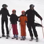 Letizia Ortiz sportiva: sulla neve con marito e figlie FOTO