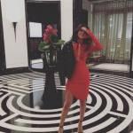Selena Gomez sensuale: abito rosso aderente FOTO