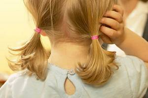 Pidocchi, trattamento con piretoidi: rischio per i bambini?