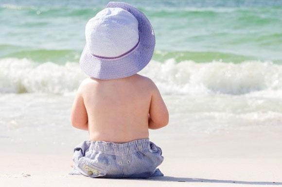 Tumori della pelle, bambini a rischio: troppe scottature