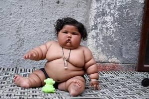 Chahat a 8 mesi pesa come un bimbo di 10 anni Vuole mangiare sempre VIDEO