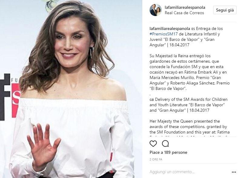 Letizia Ortiz osa: regina mostra le spalle. Outfit audace FOTO