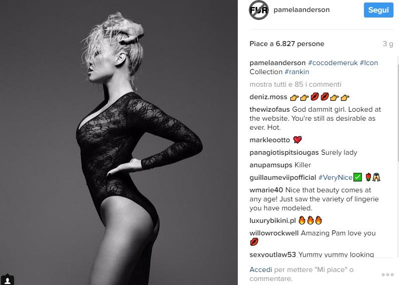 Pamela Anderson posa per Coco de Mer curve esplosive a quasi 50 anni FOTO