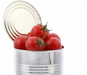 """7 cibi che """"fanno male"""": latte di soia, pomodori in scatola..."""