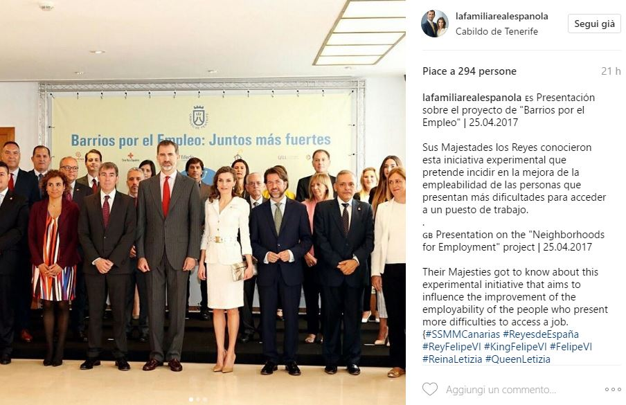 Letizia Ortiz look total white e acconciatura alternativa FOTO