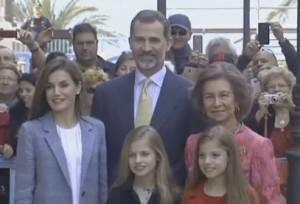 Letizia Ortiz, figlie Leonor e Sofia già icone di stile VIDEO