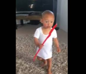 """A 2 anni il bimbo Maori conquista web con l""""baby Haka"""" VIDEO"""