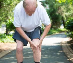 Artrosi, scricchiolii alle ginocchia possono essere un segnale