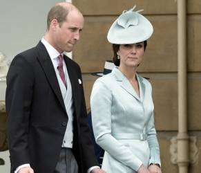 Kate Middleton: look impeccabile in azzurro ghiaccio FOTO