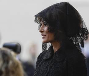 Melania Trump velata dal Papa, ma chioma al vento in Arabia Saudita: ecco perché
