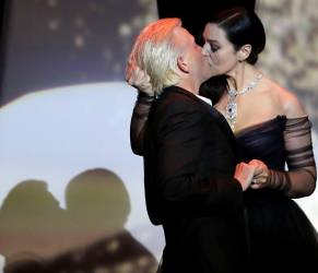 Monica Bellucci, chi è l'uomo che ha baciato: Alex Lutz FOTO