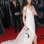 Selena Gomez, abito lungo bianco al Met Gala: chi è lo stilista