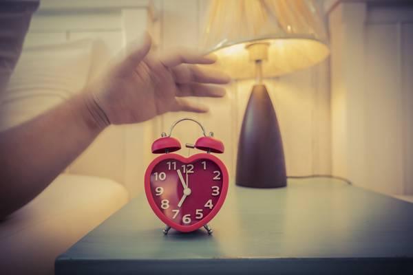 Sonno ed aumento di peso: come influenza la dieta