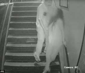 Tentata violenza ripresa da telecamera: aggressore messo in fuga