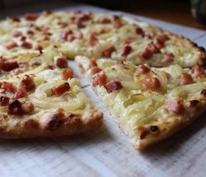Tarte Flambée o Flammkuchen, la tipica pizza alsaziana
