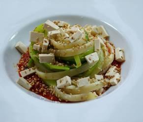 Tagliatelle di Gragnano con Porri, Tofu e Sesamo su Crema di Pomodoro