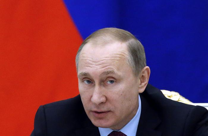 """Putin ironizza sul ciclo femminile: """"Non sono donna...non ho giorni cattivi"""""""