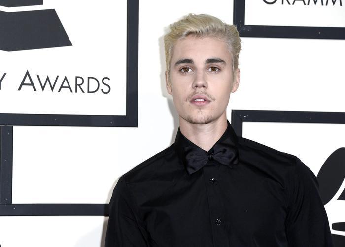 Justin Bieber cancella tour, famosa star lo difende: ecco chi