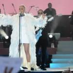 One Love Manchester, Katy Perry: abito con foto delle vittime