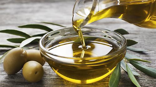 Alzheimer, dieta ricca di olio di oliva protegge la memoria
