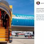 Maxima d'Olanda look: completo giallo ocra in Vietnam