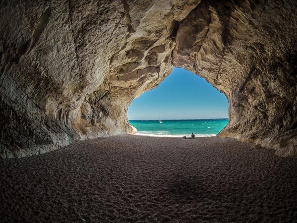 Estate, comportamenti rischiosi da evitare in spiaggia