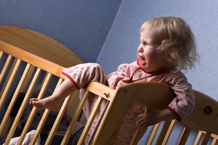 Bambini: ferite e cadute da letti e divani: il motivo più frequente di incidenti fra i bambini