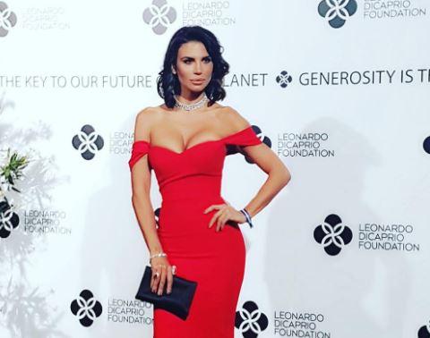 Claudia Galanti al party di DiCaprio: sensuale in abito rosso
