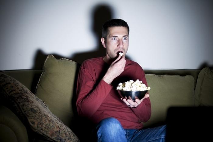 Ecco perché se sei a dieta non dovresti vedere film horror