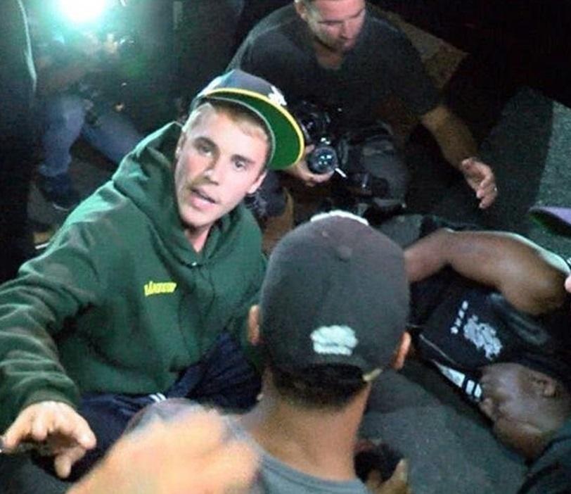 Justin Bieber nel panico: investe il paparazzo, poi... VIDEO