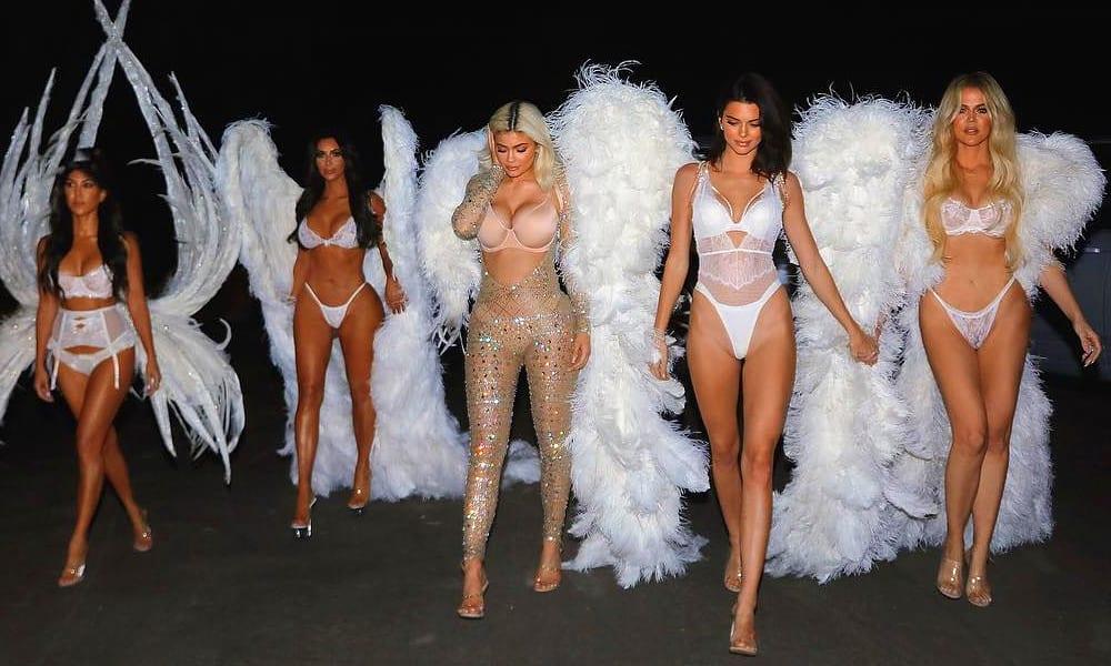 Halloween 2018: le Kardashian si sono trasformate in Angeli di Victoria's Secret