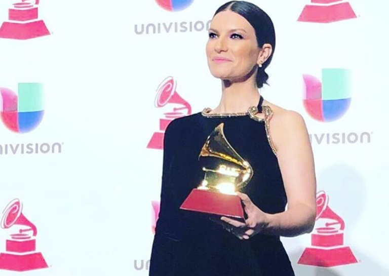 Laura Pausini, trionfo ai Latin Grammy Awards 2018! il VIDEO della premiazione