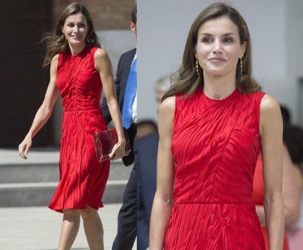 Letizia Ortiz look: tubino rosso e mules FOTO