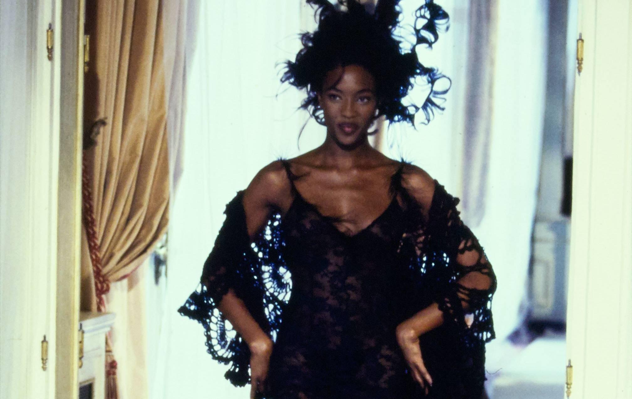 """Storia della moda: la collezione """"isterica"""" di Chanel 1997"""