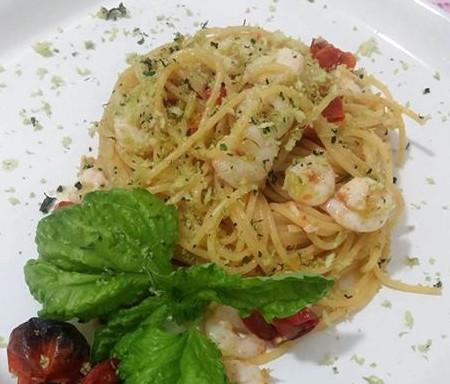 Spaghetti con Pomodorini cotti al forno e Gamberetti
