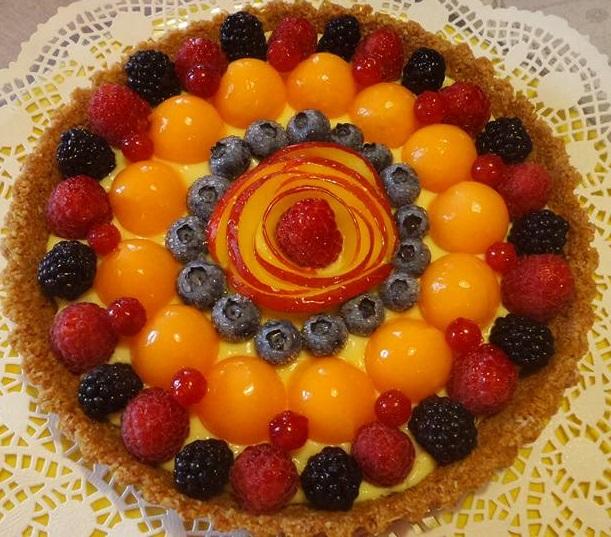 Crostata senza cottura con frutta fresca
