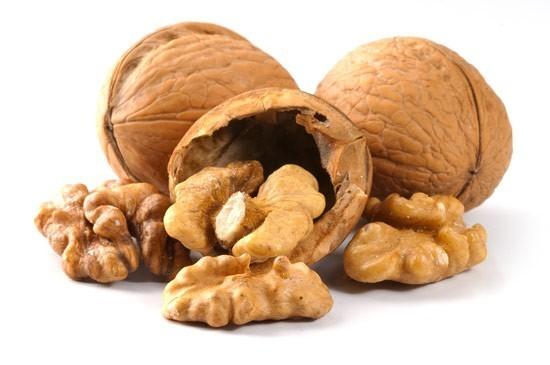 Dieta delle noci: ecco perché la frutta secca fa dimagrire