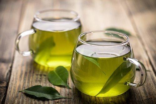 Tè verde per i denti: protegge da gengiviti e alitosi
