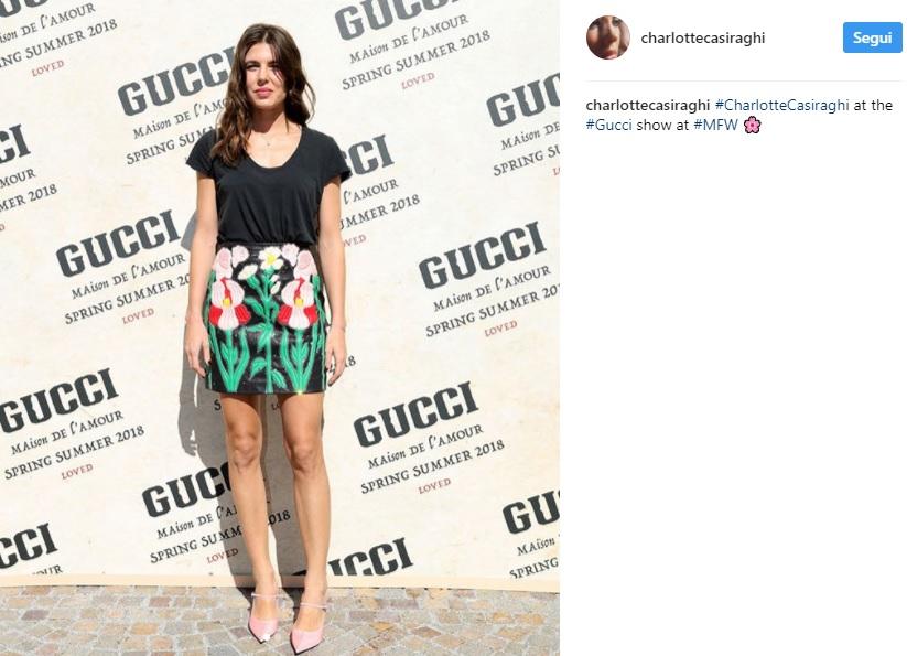 Charlotte Casiraghi, minigonna floreale alla sfilata Gucci